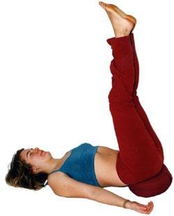 Yoga-Stellung gestützter Schulterstand - (Beine, Stehen, geschwollene Beine)