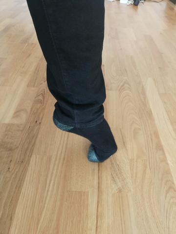 - (Füße, Fußschmerzen, Zeh)
